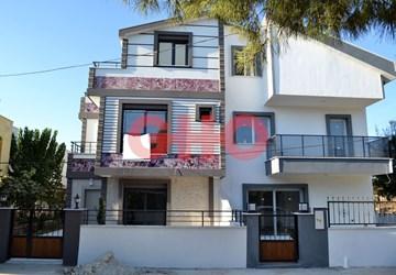 Didim Cumhuriyet Mahallesinde Tripleks Müstakil Bahçeli Villa